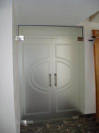 Маятниковые двери стеклянные