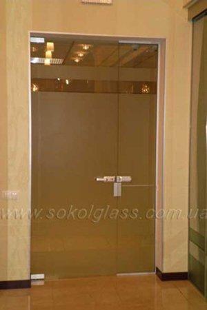 Электромеханическая защелка на маятниковые стеклянные двери
