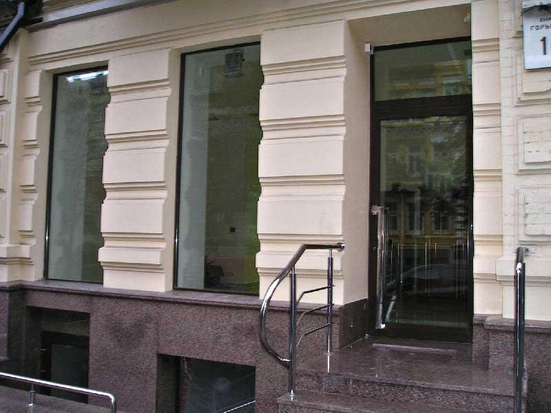 конструкції з віконно-дверних алюмінієвих систем