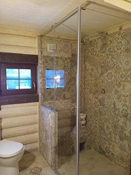 Душевая кабина со стеклянными стенками
