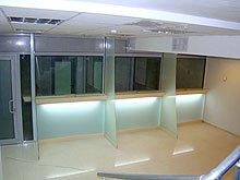 Ограждения из стекла для кассовых кабин